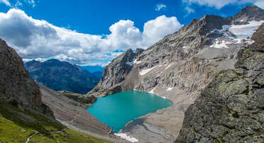 GR54: The Ecrins National Park has many beautiful lakes